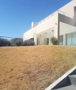 Imponente Casa en Country de Carlos Paz