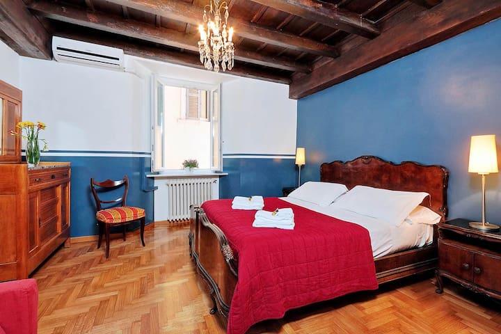 Three bedrooms holiday apartment near Piazza Navona and Campo de Fiori - Master bedroom