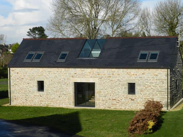 Proche de l 'Odet, bâtisse rénovée - Plomelin - House