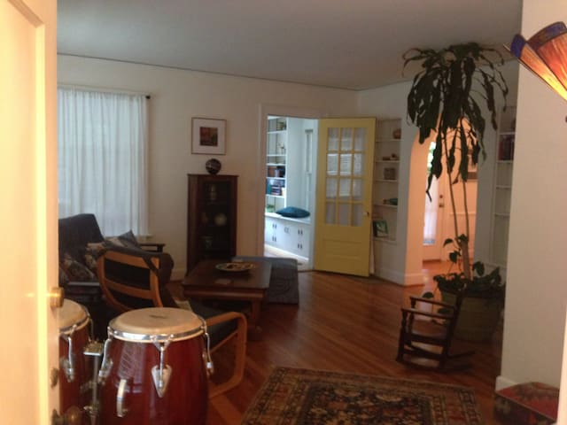 Winchell Private 2 bedroom Apartment close to WMU - Kalamazoo - Appartement