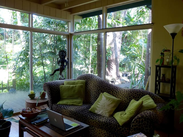 TROPICAL BOHEME- garden view room