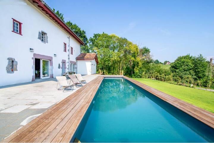 Villa Haut de gamme avec piscine à Espelette