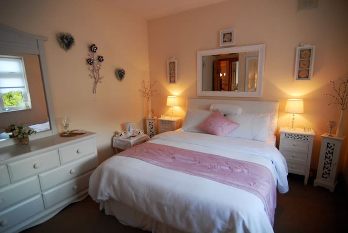 Beautiful double room available. - Gorey  - Hus