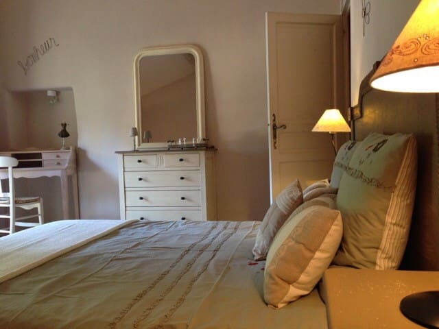 Chambre d 39 h tes de charme soleil bed breakfasts for for Chambre d hotes paca