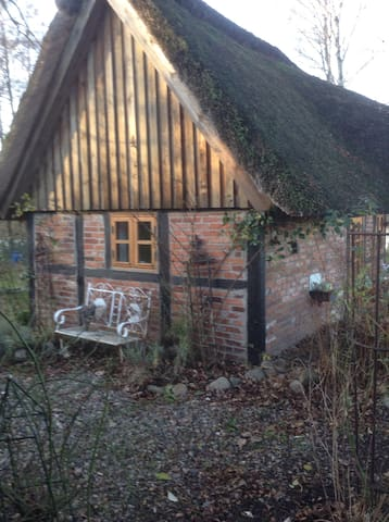 Kleines reetgedecktes Ferienhaus - Grebin - Huis