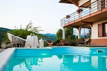 Appartamento con piscina o Bed & Breakfast