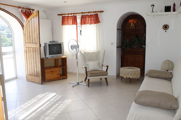 FLATLET WITH POOL AND VIEWS - Il-Mellieħa - Departamento