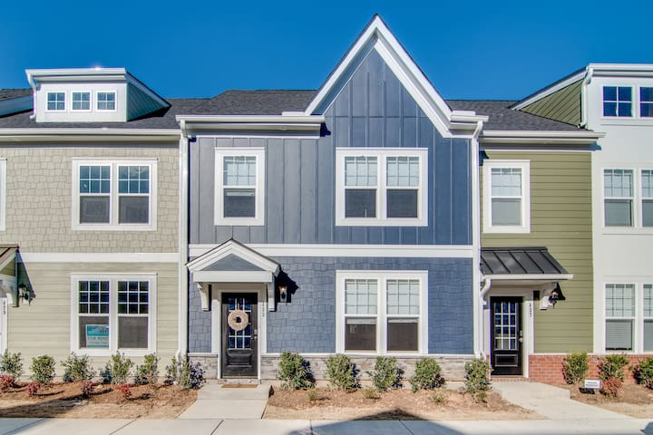Flexible Furnished Townhome - Downtown Wake Forest