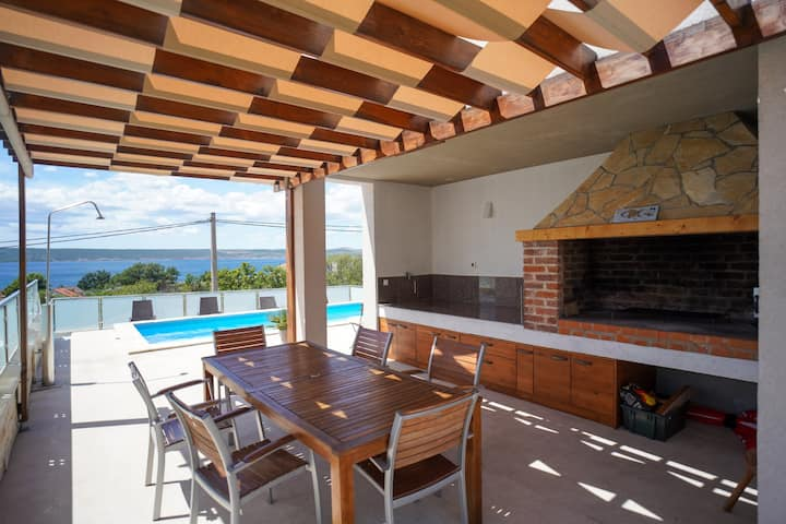Modern villa with private, heatable pool, sauna, great roofed terrace, 200m from the sea