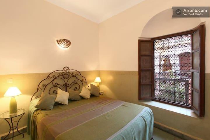 Large spacious Double Room Medina/ breakfast /wifi