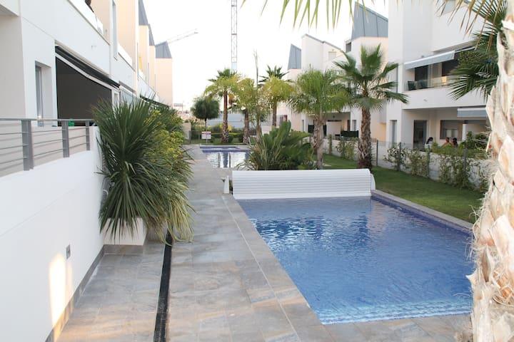 Villa Amalia Светлая,уютная квартира (2 террасы)