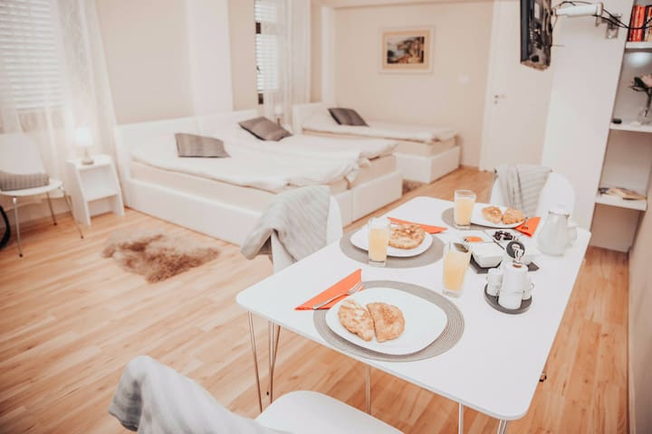 Lovely and central apartment with breakfast