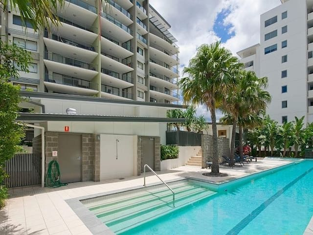 Modern Inner City Apartment w/Pool, Gym and WiFi - Milton - Byt