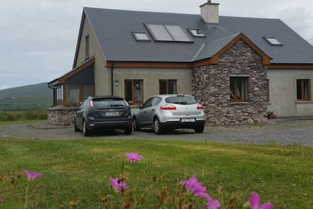 Scarriff House B&B - Room 2 - Waterville - Bed & Breakfast
