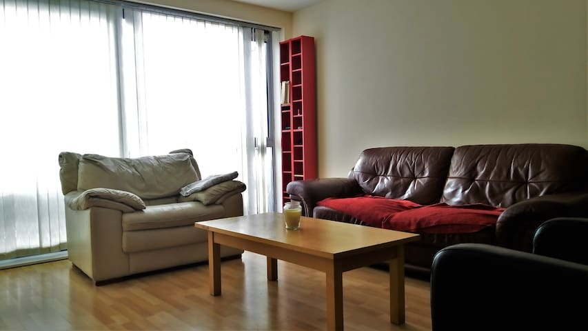 Cosy room for 3 close to Dublin Airport - Santry Cross - Apartment