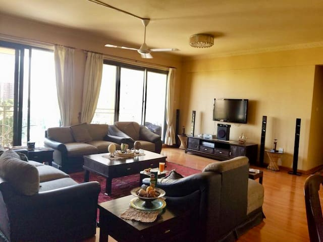 Cozy 3 bedroom apartment near the City Center!!!