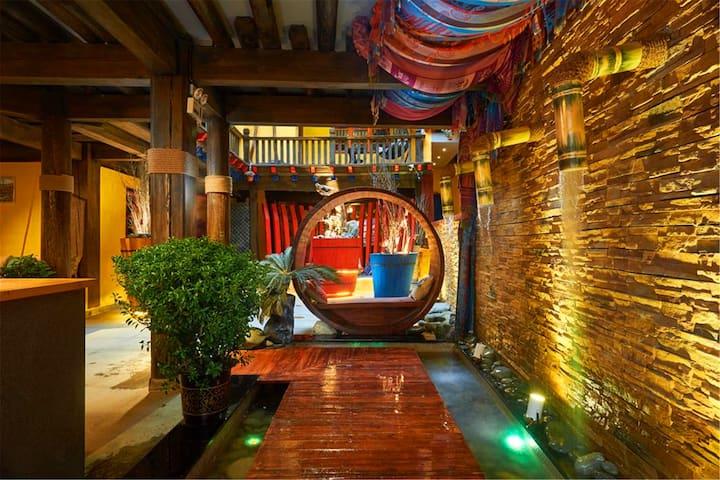 新装修,免费提行李,浪漫圆床观景房