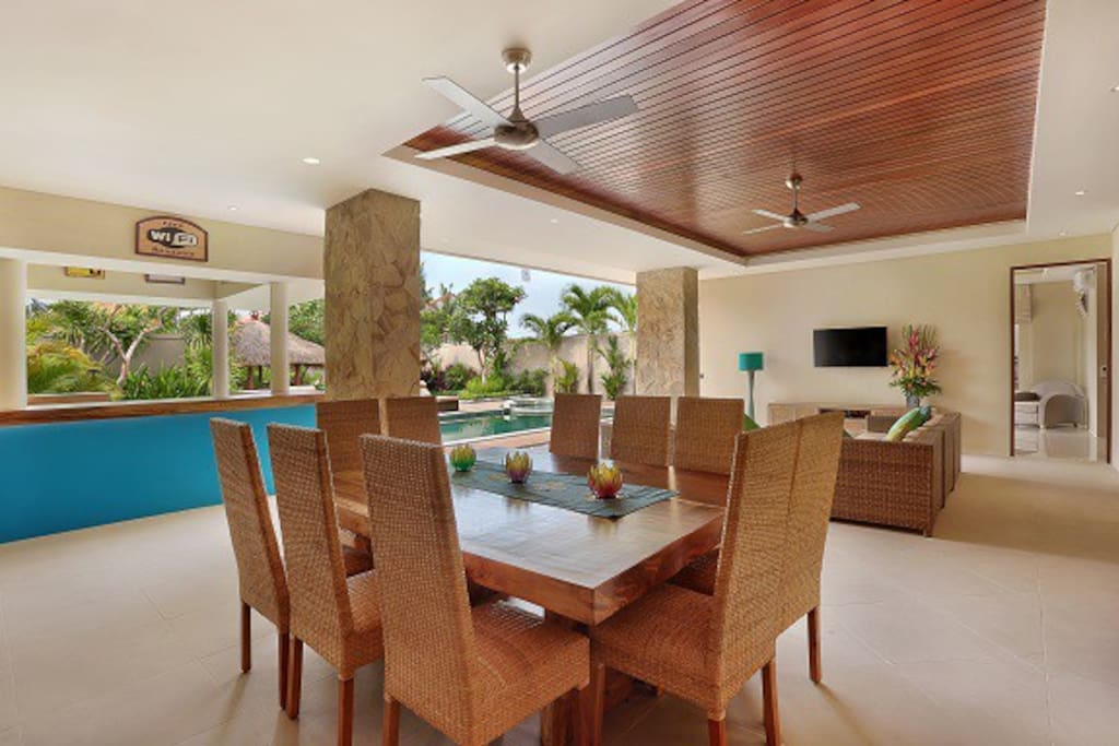 Poolside Dining /living