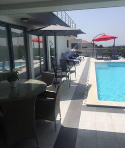 Brand New designer Villa  close to Pula Airport - Marčana - Villa