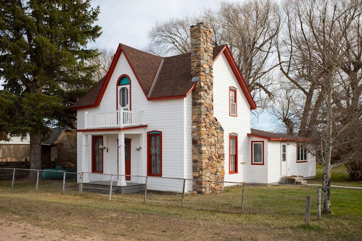 Historic house, and a cabin, Ruby River frontage