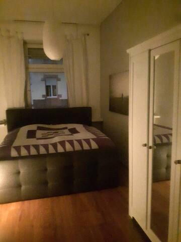 gem tliches zimmer in altbau 1 min zur s bahn wohnungen zur miete in karlsruhe baden. Black Bedroom Furniture Sets. Home Design Ideas