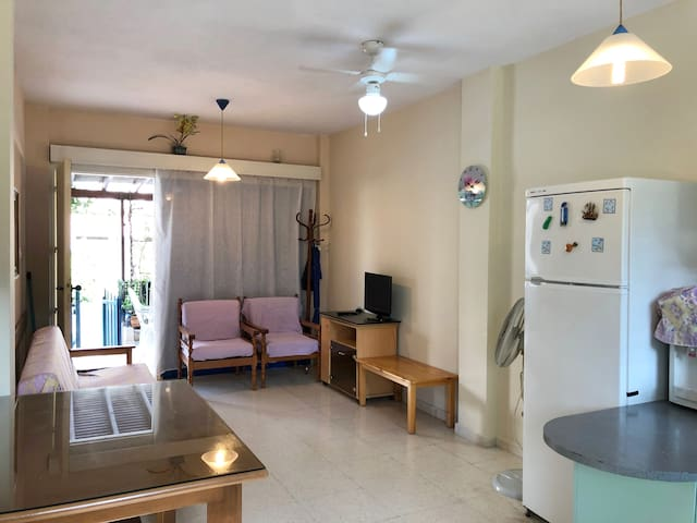 Cozy 1-bedroom flat close to the sea and center