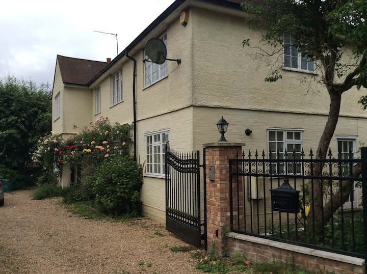 Self contained spacious flat / Annexe