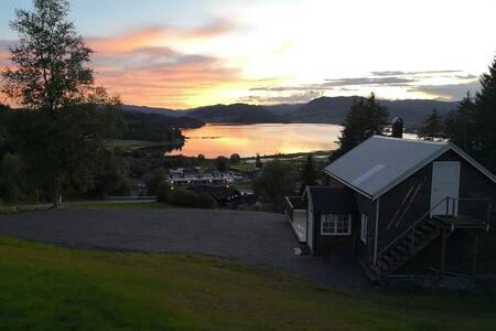 Høgli i Yttervik med ladestasjon