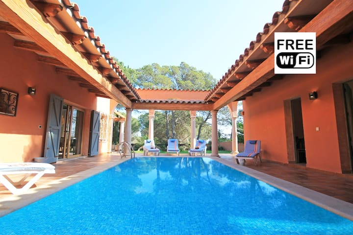 House for rent in 210m from beaches of Empúries - เลสกาลา - วิลล่า