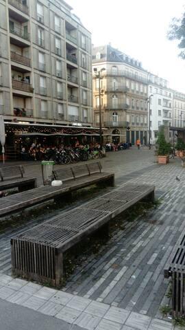 Place d'Austerlitz (café Bâle)