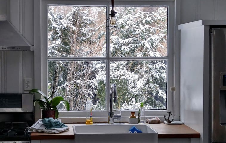 Smitten Mitten: Enjoy romantic winter getaways at Smitten Mitten. Curl up next to the wood burning fireplace, soak in the claw foot tub, and enjoy the snow fall out the window.