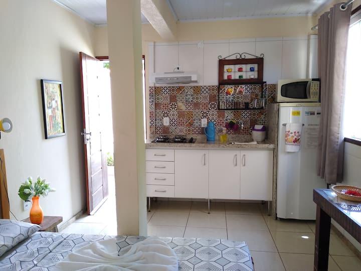 Suíte Externa com Cozinha dentro de Condomínio