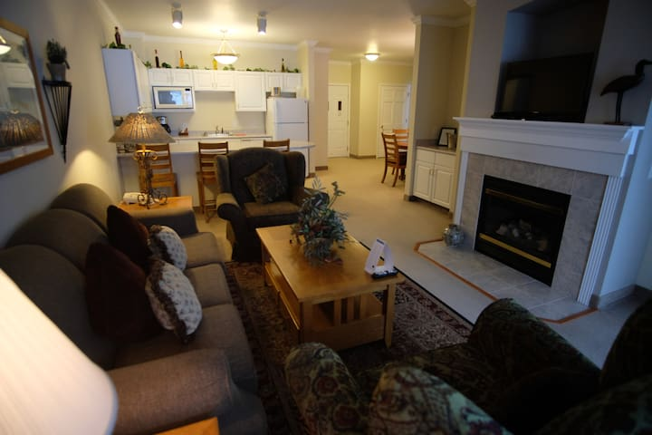 221- Lakeview Suite