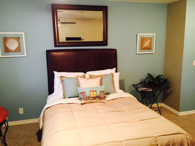 """Pacific Suite""  in Pacific Grove - Pacific Grove - Apartment"