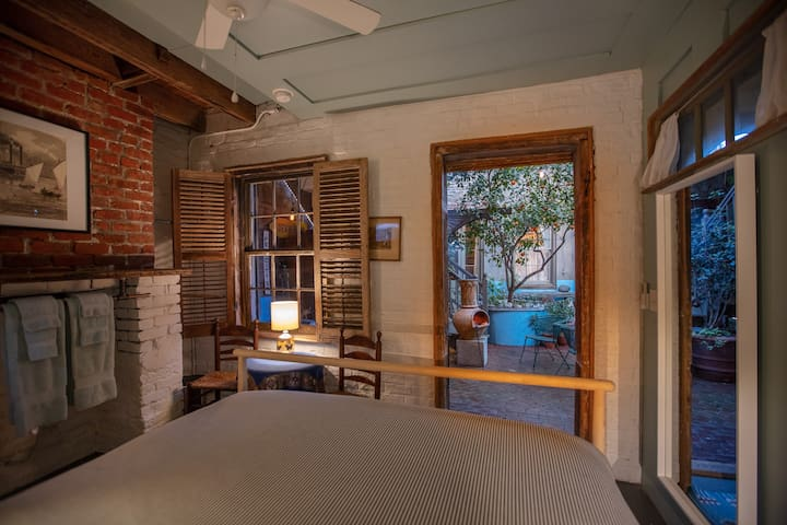 The view from your pillow of the Courtyard.