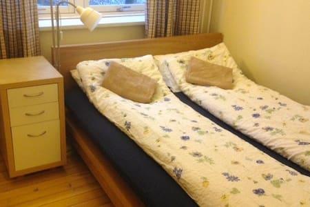 Trivelig leilighet, fin beliggenhet og veldig hyggelig vert.
