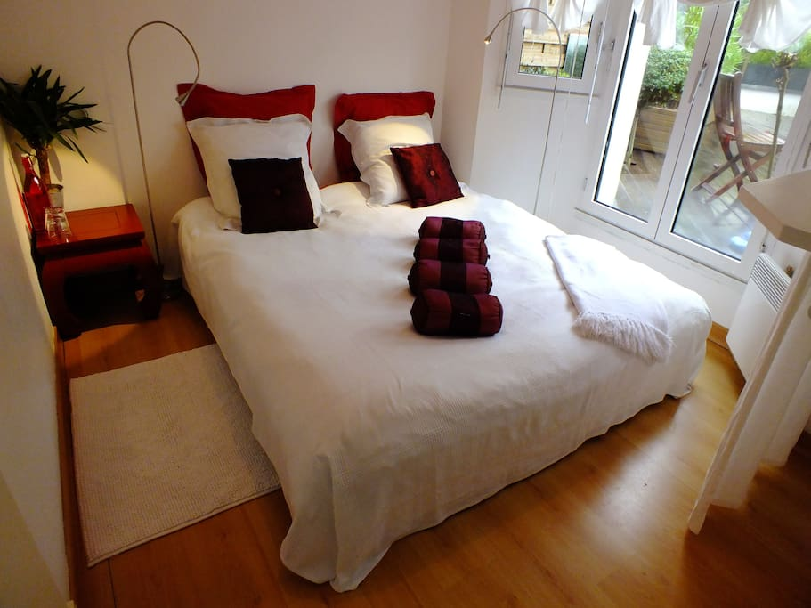 la chambre bois flott plein centre bed and breakfasts for rent in quiberon bretagne france. Black Bedroom Furniture Sets. Home Design Ideas