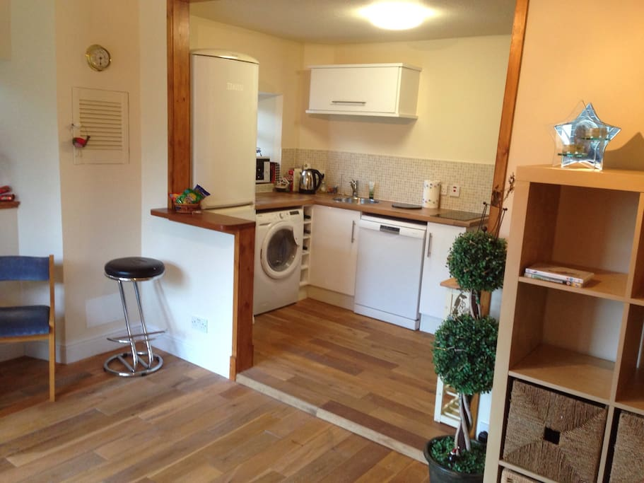 Brand new Kitchen area with washing machine, dishwasher hobs and microwave/oven combi. Breakfast bar and free access to wifi throughout flat. Amazing views across the garden.