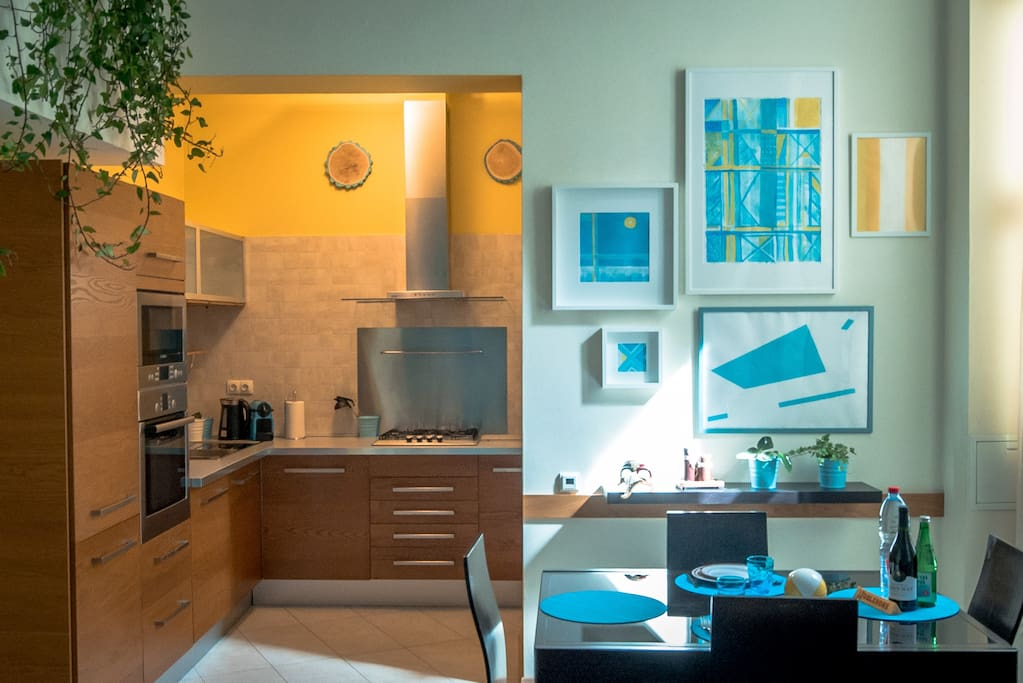 leaving room, dining area, kitchen