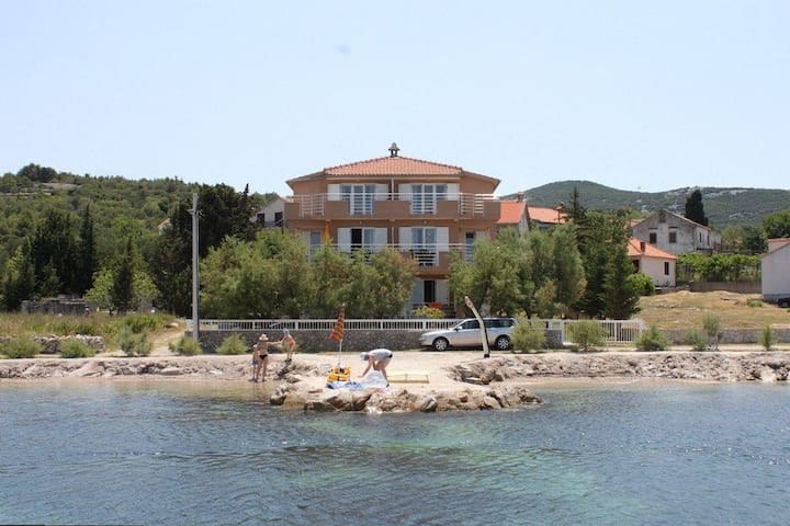 One bedroom apartment near beach Banj, Pašman (A-8206-d) - Banj - Apartment