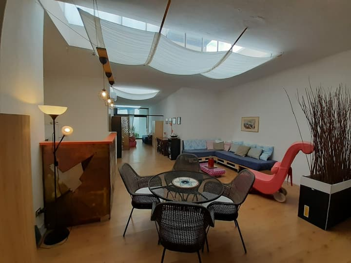 Large 3 bed room in an amazing loft,near red MM