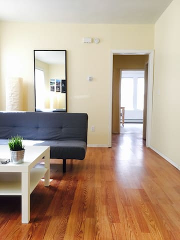 Sunny 3 Bedroom Apt Mins from NYC, TV/Washer/Dryer - Jersey City - Appartamento