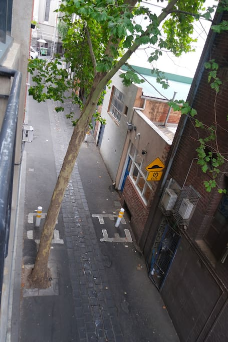 Laneway leading out to Little Lonsdale St
