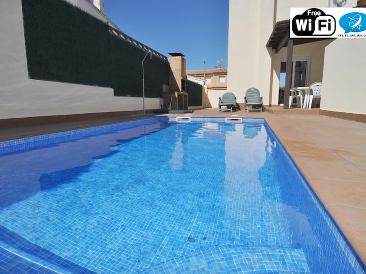 IDEAL HOME FOR YOUR HOLIDAYS WITH PRIVATE POOL + WIFI