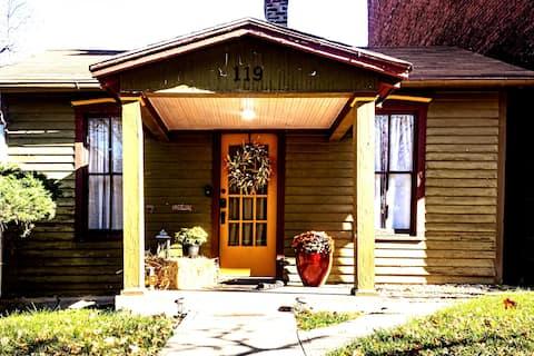 Antebellum Cottage  im Zentrum von St. Joseph, Mo.