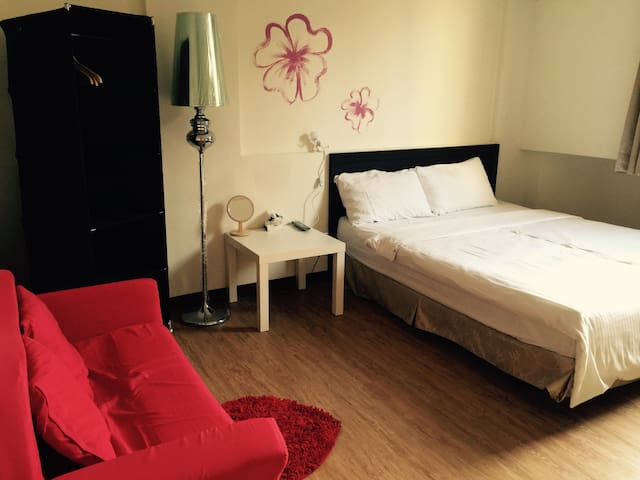 Short Term Rentals 月租 舒適套房 採光良好 suit room 近鹽埕埔捷運站 - Yancheng District - Apartemen