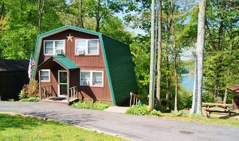 Cabin Overlooking Lake Cumberland - Russell Springs