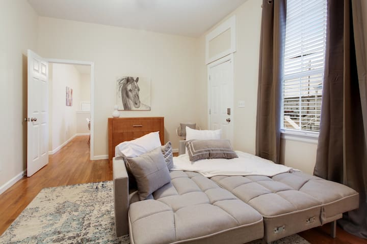 Mid City Cove - 2BR perfect for larger groups!