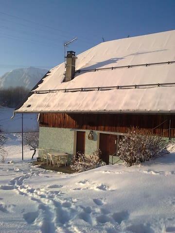 Petite maison dans la montagne - Albertville - บ้าน