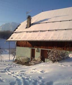 Petite maison dans la montagne - Albertville - Hus